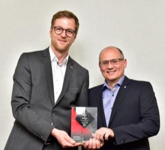 Stefan Festerling, Responsable Ventes Allemagne Sud & Autriche et David Reinhart, Directeur Marketing, ont reçu avec fierté le prix BEST of Market. Photo: HOBART